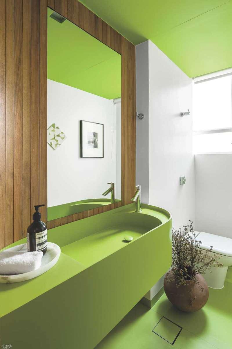 Khu vệ sinh được thiết kế với tông màu xanh
