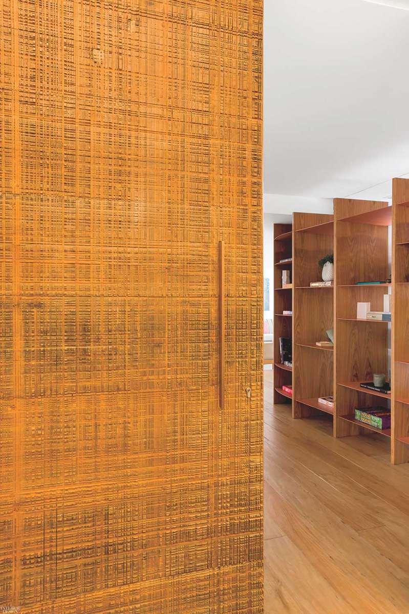 Cửa phòng được thiết kế theo phong cách mới lạ, độc đáo