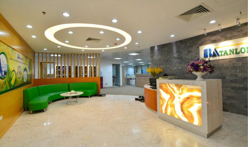 Khu vực lễ tân văn phòng Tân Long