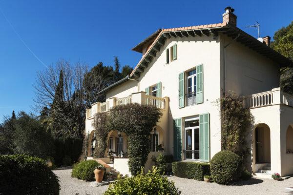 Thiết kế biệt thự kiểu Pháp đặc trưng