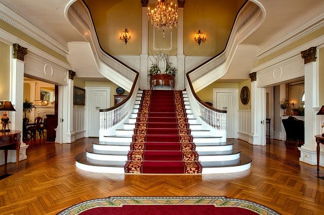 Chọn cầu thang trong thiết kế nội thất biệt thự