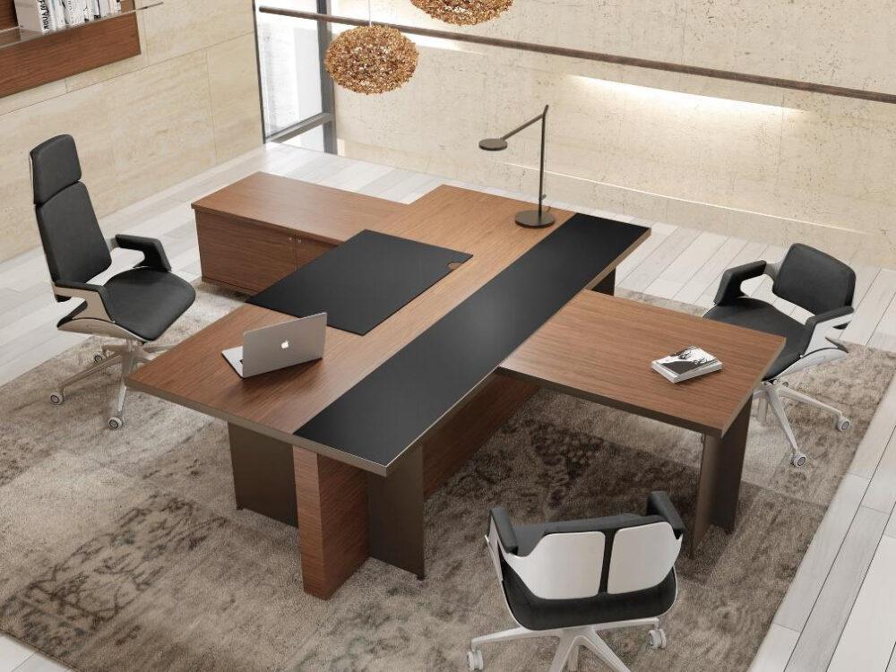 Một bộ bàn ghế phụ đẹp thanh lịch trong phòng giám đốc