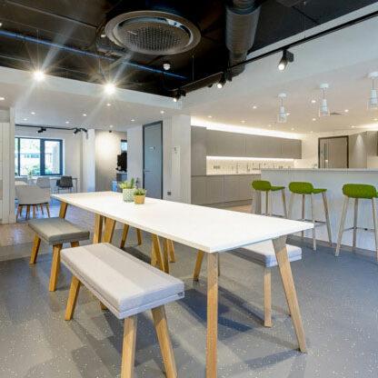 3 mẫu văn phòng tinh tế và sang trọng với tông màu trung tính
