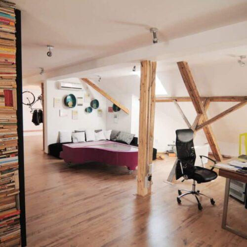 Thiết kế nội thất gỗ văn phòng độc đáo, mộc mạc nhưng vẫn đẹp sang trọng