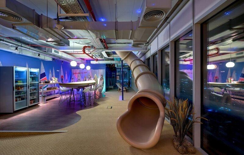 Phong cách thiết kế văn phòng nội thất Hi-tech